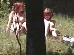 Egy vörös hajú nő meggyőzze a legkisebb fiát, majd rajtakapta, hogy nyalogatja a golyóit. Ez egy orosz anya fia vérfertőzés xex videók film, vagy maga a kamera rögzítette.