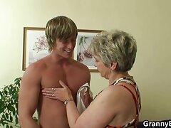 Egy férfi ingyenes sexvideok egy karcsú nőt kefél egy pár vékony vörösben az összes lyukban, majd a szépség nagy mellein jelenik meg.