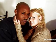 Két szexi játék leszbikusok Monica Jennifer szórakozás sexfilmek magyarul az ágyban. Használják a nyelvüket simogatta a kakas együtt, üti az ujját, majd behatolnak játék, gumi.