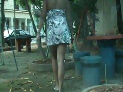 Egy férfi egy izmos test puha intimitás sex videok ingyen online a gyönyörű emberek a nadrág néz ki, mint egy bolond.