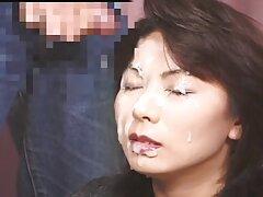 Egy szexi lány, akinek neve Aliya gyönyörű, pózol a webkamera ingyen milf szex előtt. Ő, hogy felfedje a lyuk kifejlesztett ujjait, simogatta, hogy Orgazmus.
