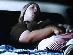 Nővére válság Nagy Mellek megragadta a bátyja, amikor ült érett szex videók a szállodai szobában, maszturbál shnya neki.