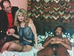 Egy szőke, elegáns vertigo a szállodában, egy férfi csak tölteni az éjszakát vele. Miután nagy összeget kapott, a férfi kimegy a mosdóba, ahol csipkés fekete fehérneműbe öltözött, és elment az ügyfelével. Tényleg van hatalma felette magát, engedelmesen hallgatni szex videok rá, amikor megdugta a torkát, majd ung trágya az ágyon, közel a mosogató, készen áll, hogy változtassa meg a száját, hogy a cum belőle.