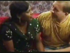Két Marina Orosz Tini, anya sex videok Konstantin egy kamera szex Amatőr a konyhában. A rákos lány kezét az asztalra tette, a férfi pedig hátulról lépett be a-BA, a csirke pedig rugalmas szamárral.