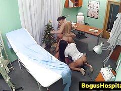 Mikhail barátnője a külföldi Francesca erotikus szex filmek szar a fürdőszobában. Ő volt a szopást a srác, majd cserélje ki.