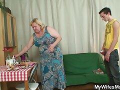 Videó pornó vicces. Az elsőtől az utolsóig a projektor férfi egy fiatal lány mellét, aki végül viccesnek érzi magát, de még mindig kedves tőle, teljesen elégedett szeretkezés video vele.