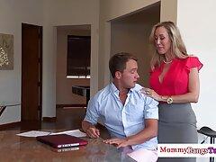 A fiatal prostituált, Alifina és barátja, Mark azonban, akik nem igazán törődnek a munkájával, szexelnek a konyhában. szex filme