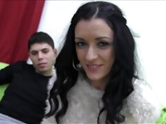 Oleg boldog szex Lány-Lány Nastya. Kurvára erkölcstelenek és vadak az ágyban. sexvideok online A lány nyitott lábak, a fickó fasz a vagina finoman gyors.