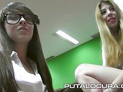 Az igazgatóhelyettes a amator porno videok nővér két csaj csodálatos mellszobor nagy az irodájában