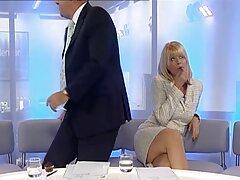 Szex két Orosz ingyenszex filmek Tini, Aranyos-Alina, Igor. Sok különböző pozícióban basznak, végül a férfi a spermáját a lány arcára rúgta.